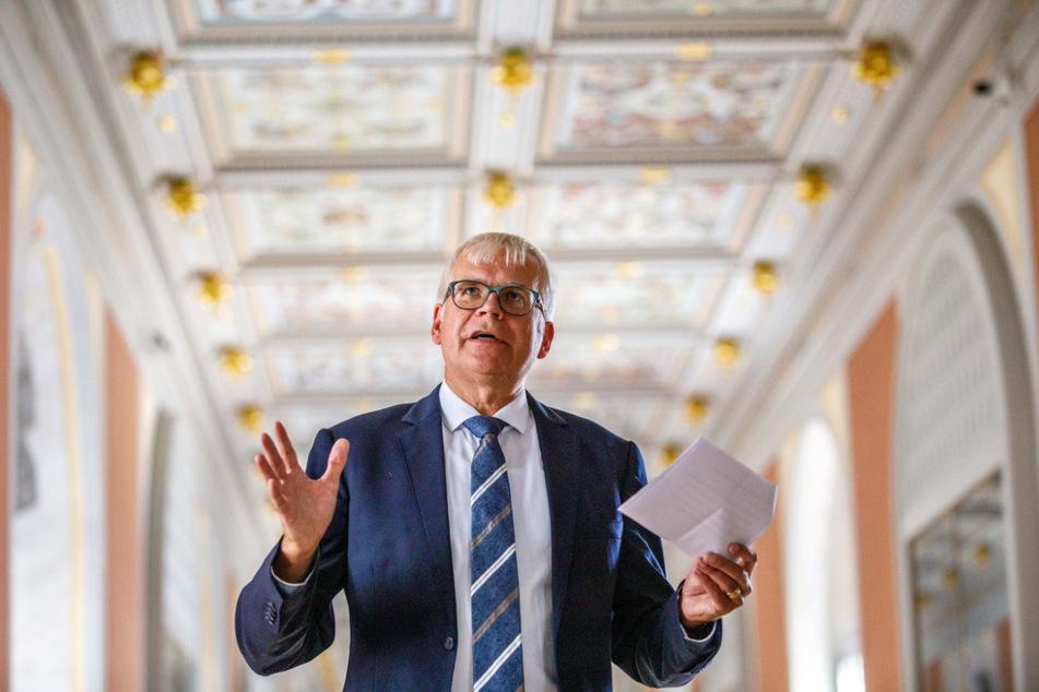 Finanzminister Hartmut Vorjohann (57, CDU) ist Herr über Sachsens Bauverwaltung, die besonders viel in Dresden investiert.