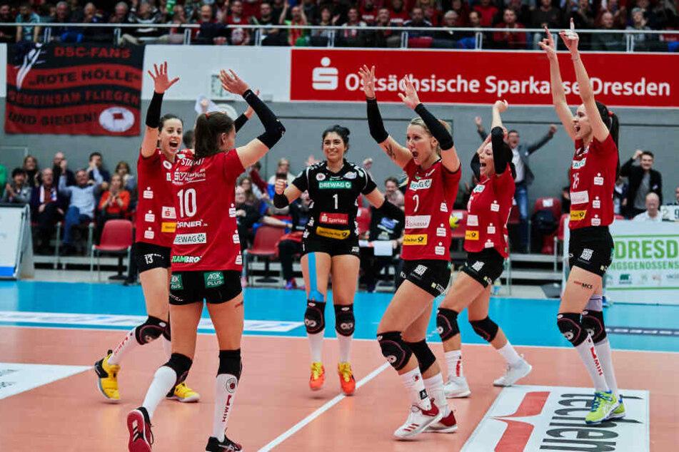 Freude bei den Spielerinnen vom Dresdner SC.