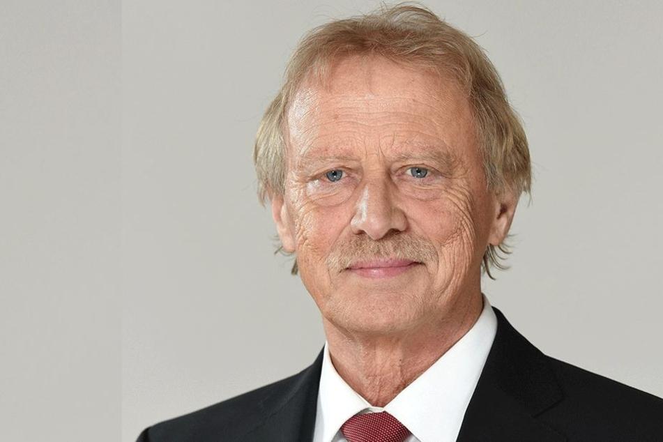 Verkündete in seinem Amtsblatt die Liquidierung des Wahllokals in  Hirschsprung: Altenbergs Bürgermeister Thomas Kirsten (63, Freie Wähler).