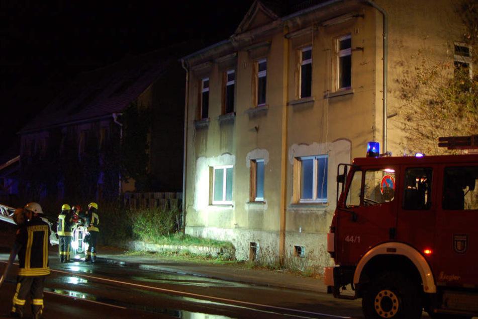 Feuerteufel zündet Mehrfamilienhaus bei Leipzig an