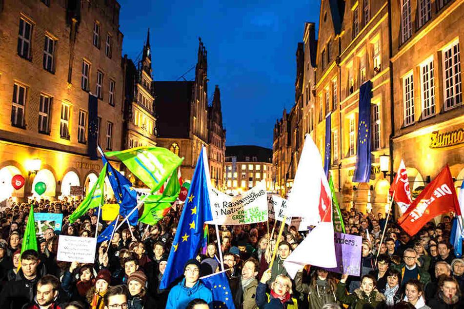 Tausende protestieren gegen Neujahrsempfang der AfD