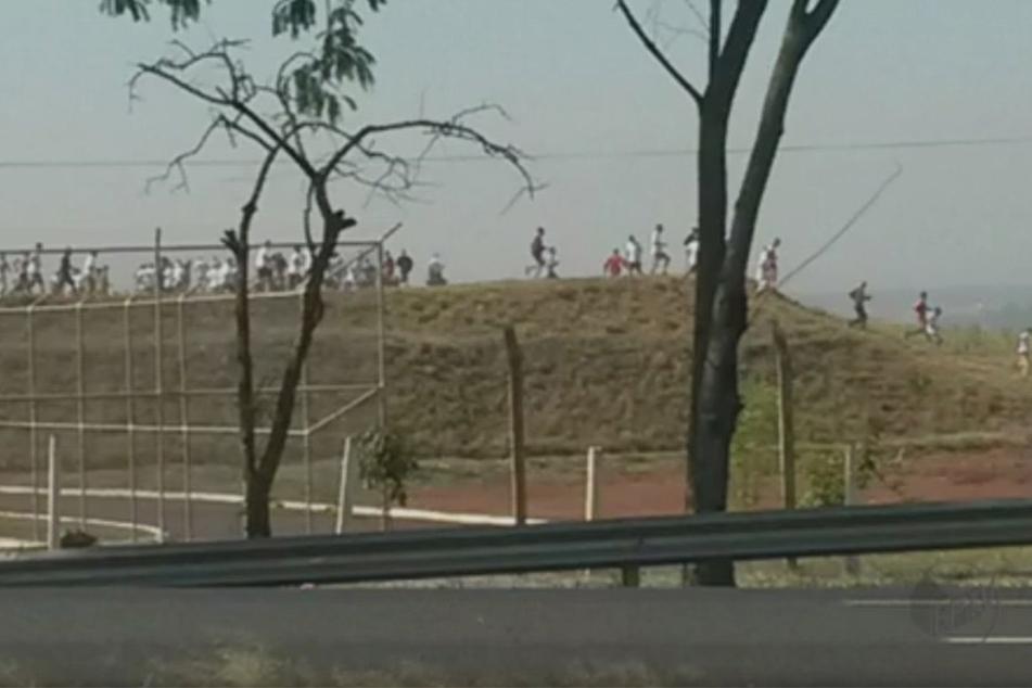 Mindesten 200 Häftlinge sind nach einem Aufstand in einem brasilianischen Gefängnis geflohen.