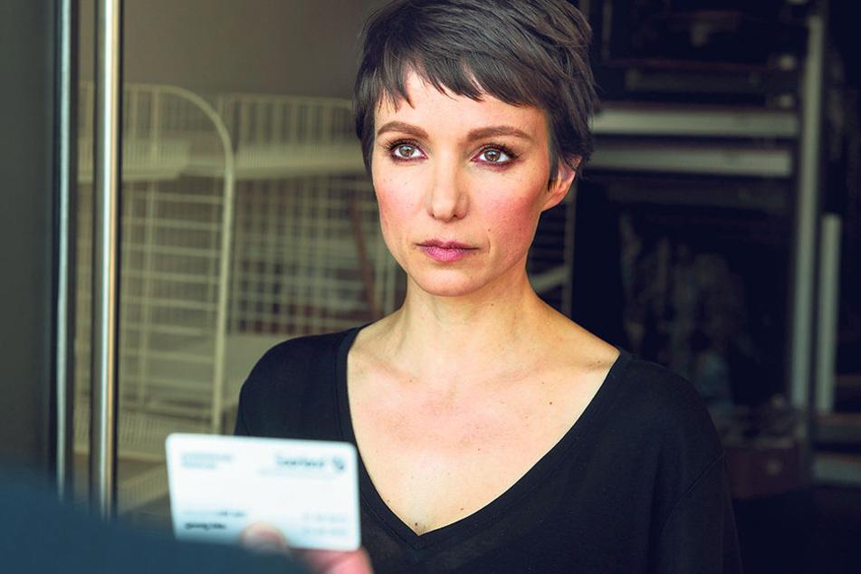 Die schöne Hackerin Natascha Tretschok (Julia Koschitz) liefert sich mit Gegenspieler Stellbrink ein sehr persönliches Duell.