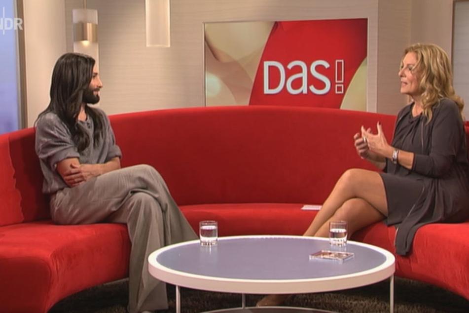 Am Freitag saß Conchita (28) noch auf dem DAS!-Sofa mit Bettina Tietjen (57) - am Samstag steht sie in Berlin auf der großen Bühne.