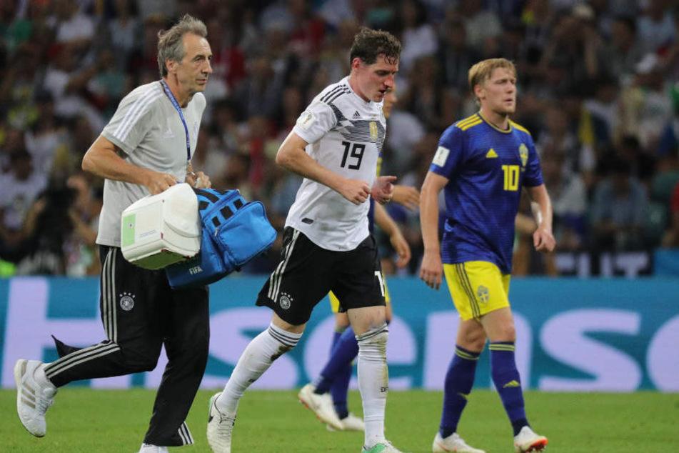 Sebastian Rudy (M.) musste gegen Schweden verletzt vom Feld.