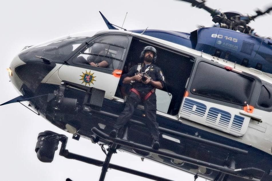 Die Besatzung des Polizeihubschraubers fand die Leiche des Mannes. (Symbolbild)