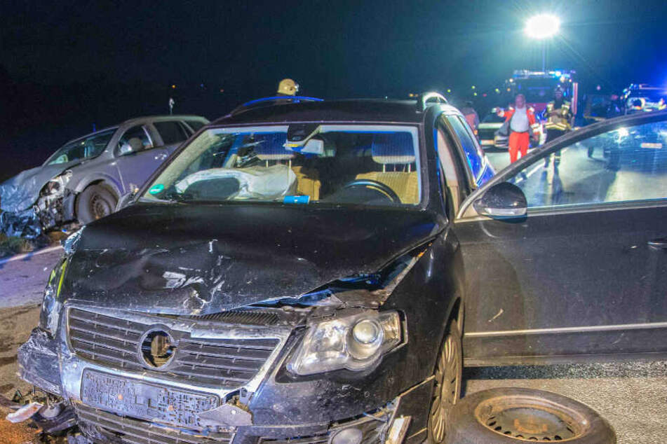 B101 nach schwerem Unfall mit vier Autos voll gesperrt