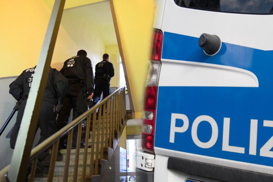 Bei der Durchsuchung fand die Polizei nicht nur Waffen (Symbolfoto).