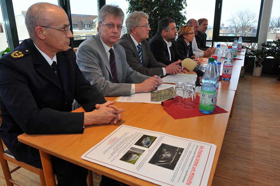 Auch Jürgen Jakobs (links) untersucht die Vorfälle.