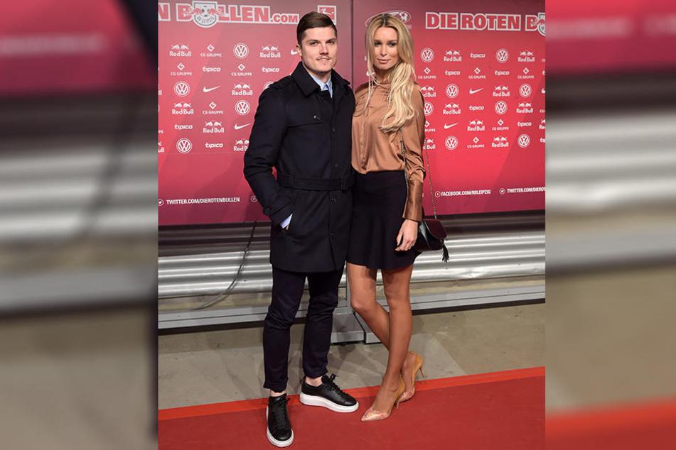 Gemeinsam mit ihrem Schatz Marcel Sabitzer zeigte sich die Dresdner Blondine auf dem roten Teppich.