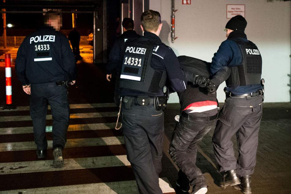 Schlägerei in Falkensee Zwei Asylbewerber gehen bei Streit mit Messern aufeinander los