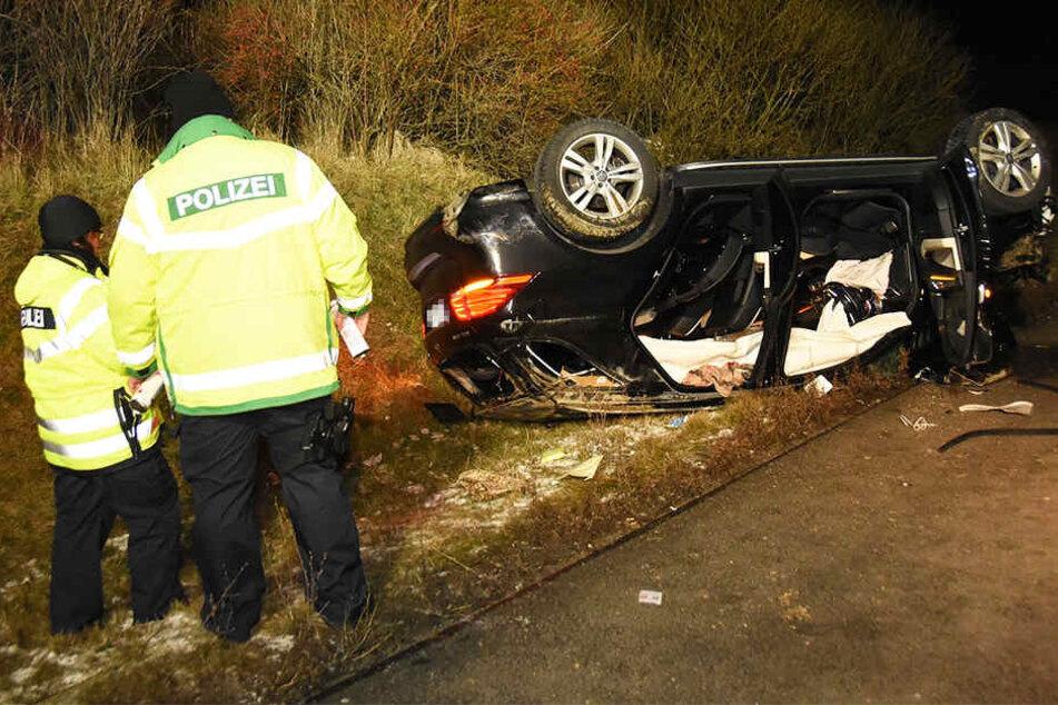 Der Mercedes-Fahrer befreite sich aus seinem Auto und flüchtete zunächst.