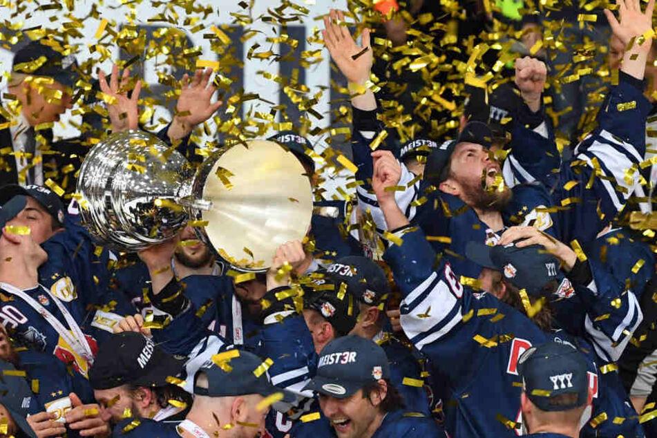 Der EHC Red Bull München konnte den DEL-Titel feiern.