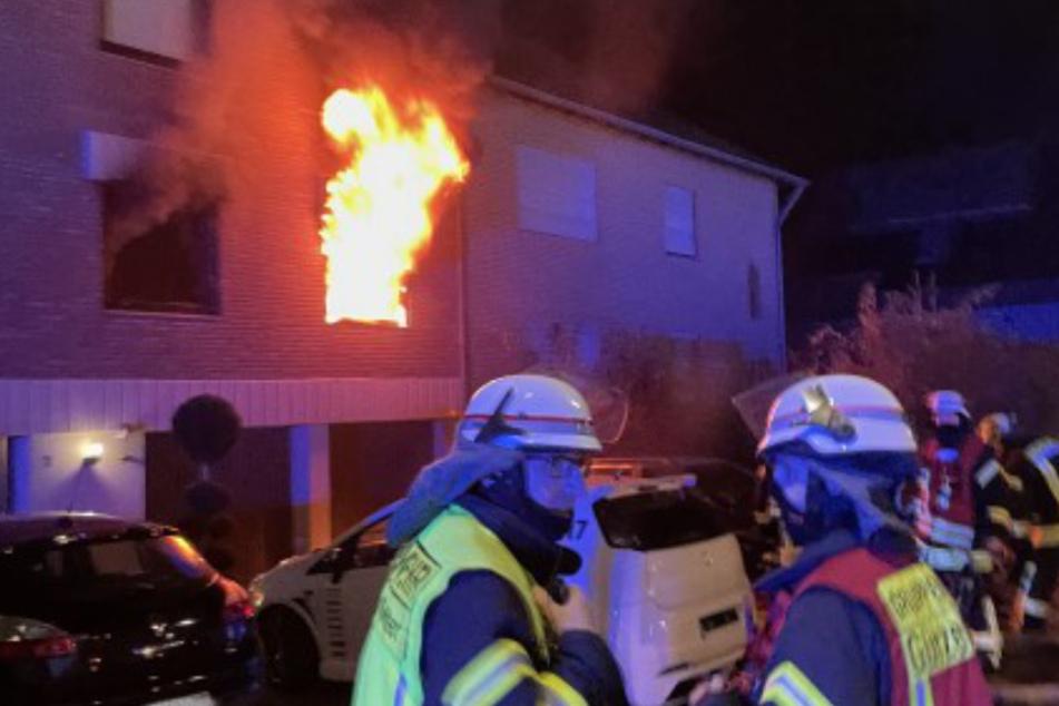 Die Feuerwehr Düren hat am Freitagabend einen Brand in einem Mehrfamilienhaus im Ortsteil Birgel gelöscht. Mehrere Menschen mussten vor den Flammen gerettet werden.