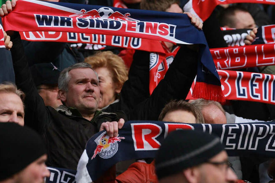 Der ZFC Meuselwitz baut extra an, damit genügend RB Leipzig Fans Platz haben.