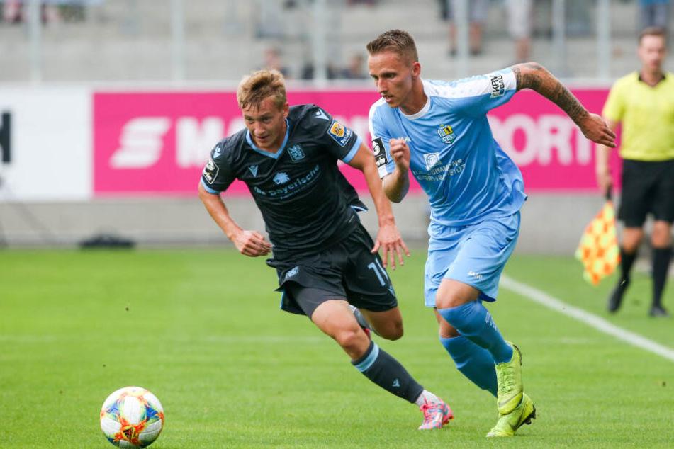 Auf die Flügelläufe von Paul Milde (r., gegen den Münchner Fabian Greilinger) muss der CFC am Samstag verzichten. Der Außenverteidiger ist erkrankt.
