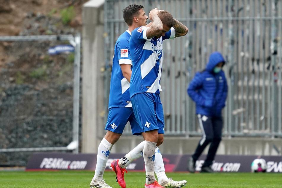 Das dürfte auch Lilien-Kicker Tobias Kempe (v.) ärgern: Das für Sonntag angesetzte Spiel des SV Darmstadt 98 beim VfL Osnabrück wurde verschoben.