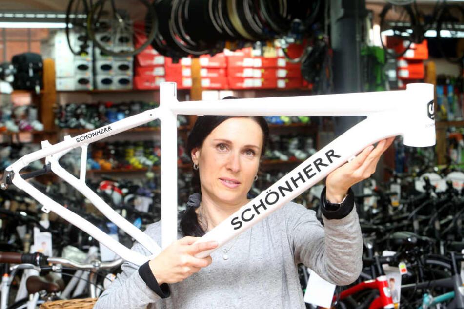 Fabrik mit eigener Fahrradmarke: Bei Anett Prager (45) gibt's Schönherr-Bikes  nach Kundenwunsch.