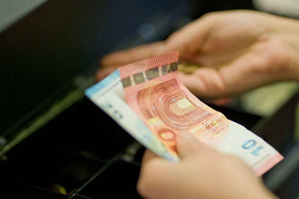 Die Räuber wollten das Geld aus der Supermarkt-Kasse und dem Büro. (Symbolbild)