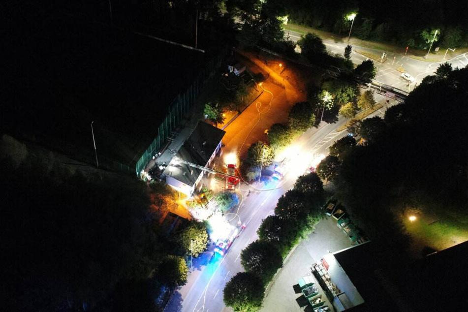 Das Vereinsheim in der Bernd-Kurzrock-Sportanlage in Solingen brannte in der Nacht zum Dienstag.