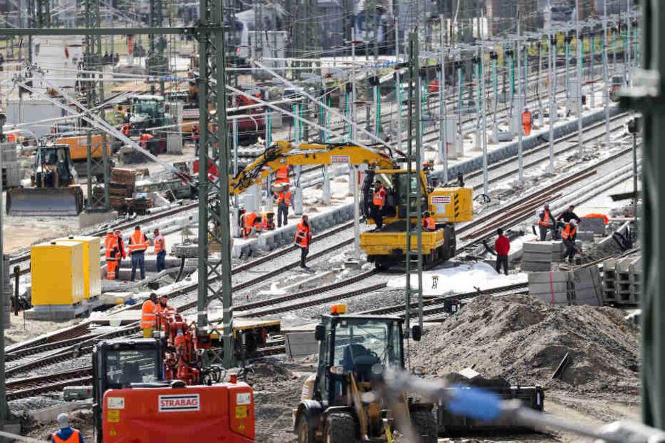 Die Bauarbeiten der DB Netz AG gehen weiter. (Symbolbild)