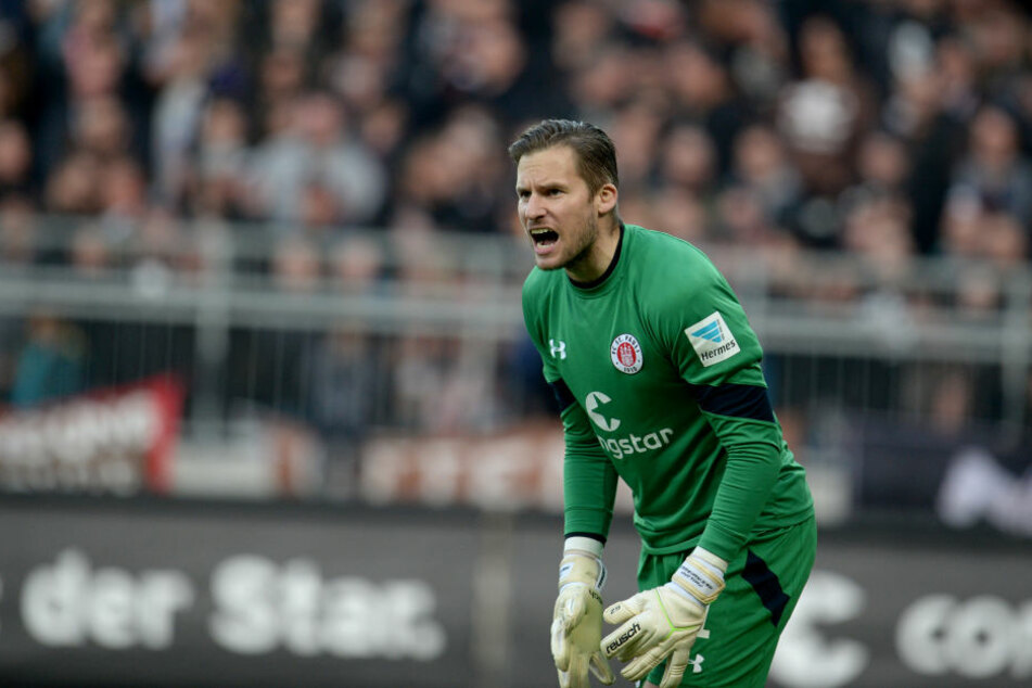 Keeper Philipp Heerwagen im Dress des FC St. Pauli.