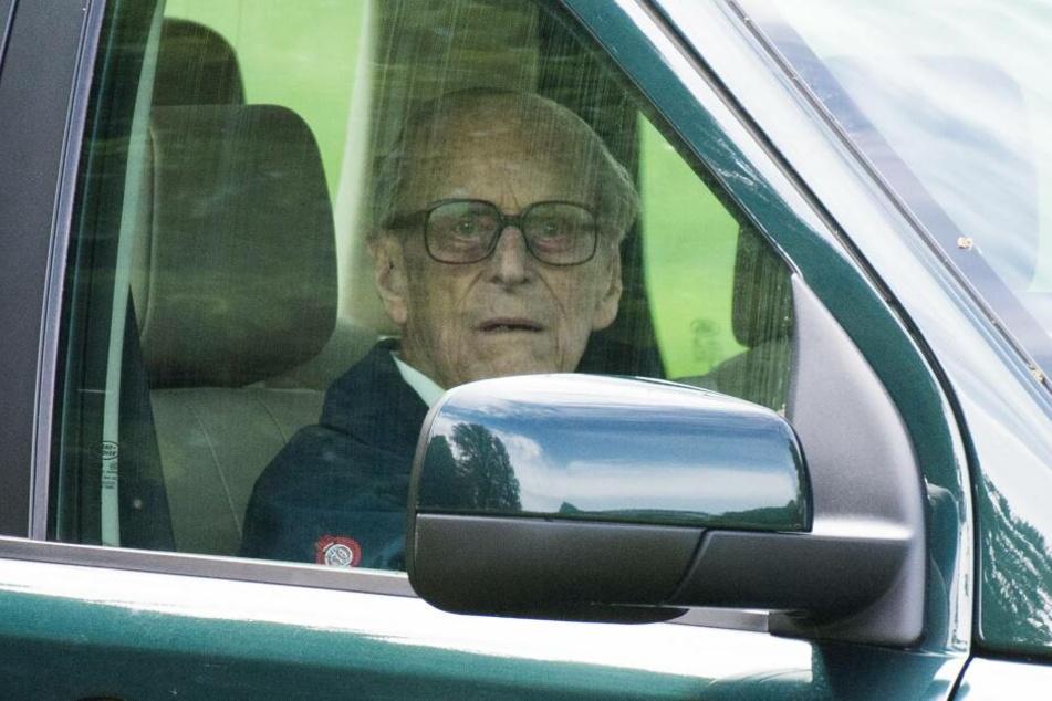 Wie auf diesem Bild saß Prinz Philip auch bei dem Unfall am Steuer.