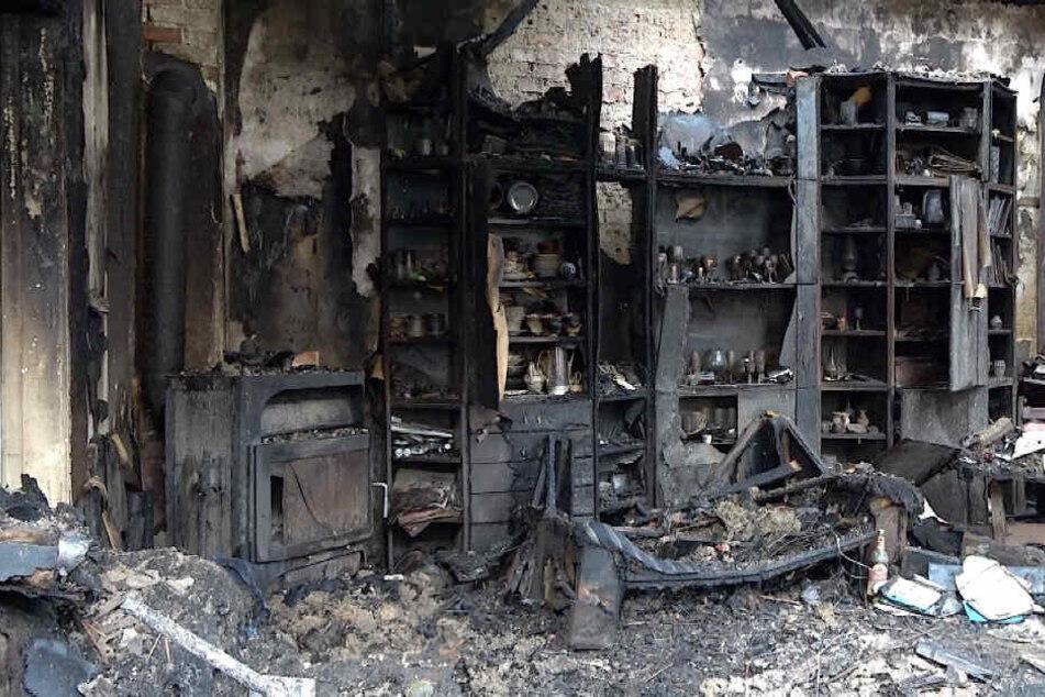 Im Wohnzimmer war das Feuer ausgebrochen. Die Ursache ist weiterhin unklar.