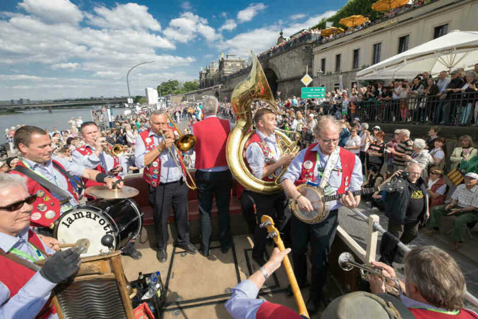 Alle Jahre wieder beschließt die große Dixie-Parade das Festival.