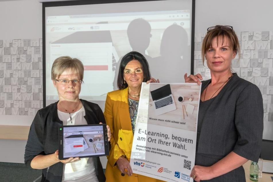 Lektorin Diana Thümer, Bibliotheksleiterin Elke Beer und VHS-Chefin Grit Bochmann (v.l.) stellten das Lernportal vor