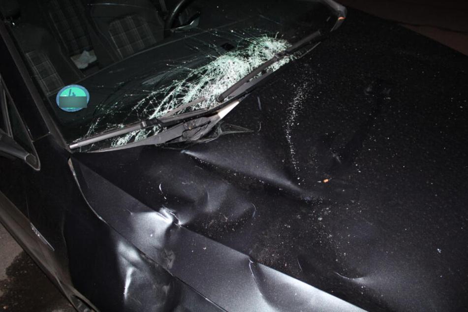 Auf dieses parkende Auto war die 40-Jährige gefallen und verletzte sich dabei schwer.