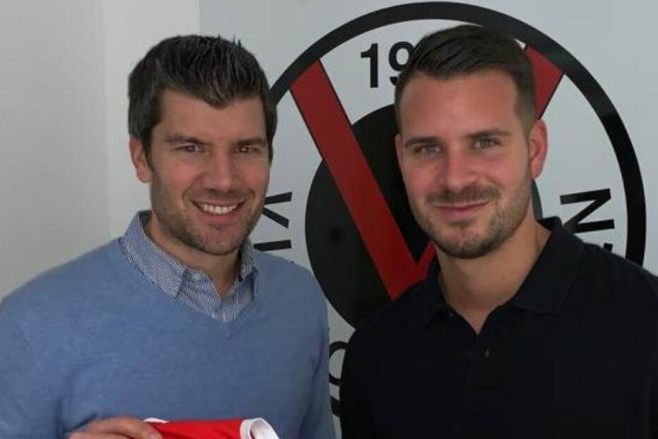 Lucas Musculus (28) und Teammanager Marcus Steegmann (li.) nach der Vertragsunterzeichnung.