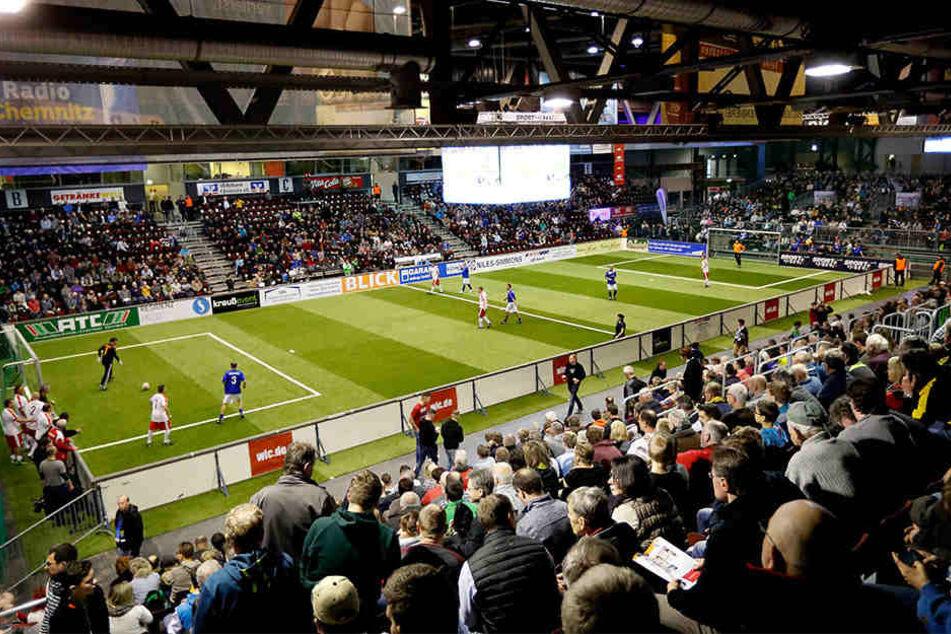 Das Oldie-Turnier in der Messe Chemnitz war mit rund 4000 Besuchern fast ausverkauft.