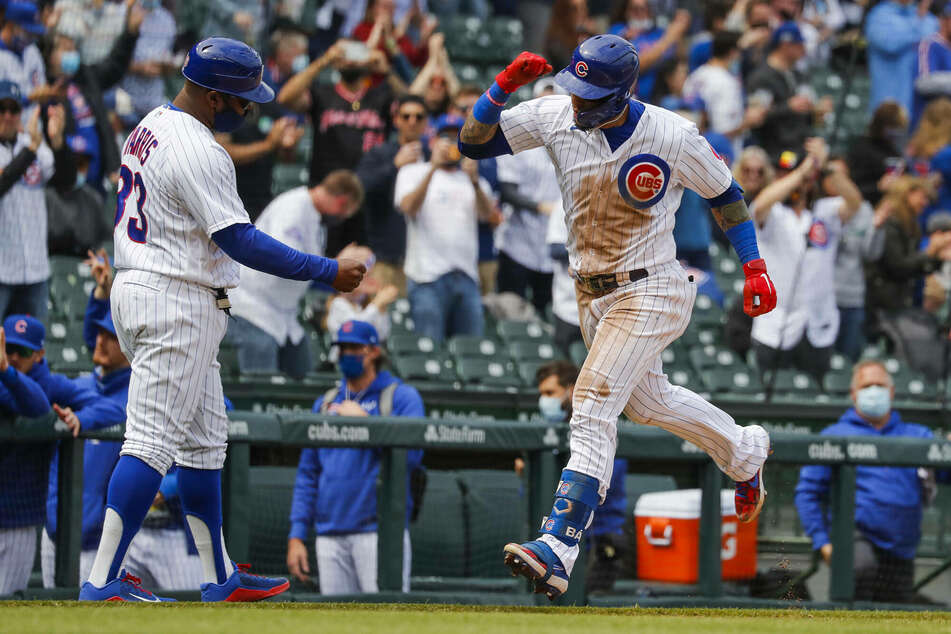 MLB: The Cubs clobber the Brewers, snapping Milwaukee's streak and extending theirs