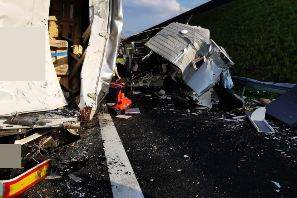 Ein Wohnmobil-Fahrer ist ins Stau-Ende gekracht.