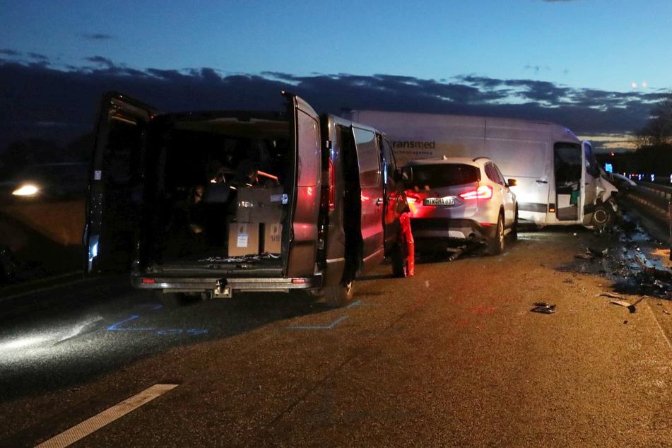 Unfall A66: Unfall auf der A66 bei Wiesbaden mit mehreren Schwerverletzten