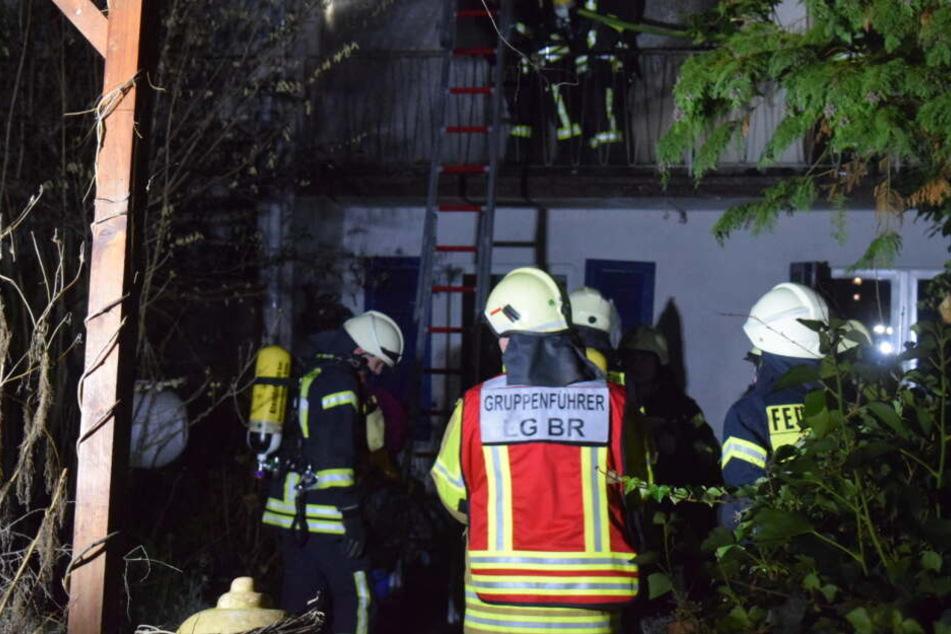 Köln: Feuer in Köln-Vingst: Haus brennt mitten in der Nacht