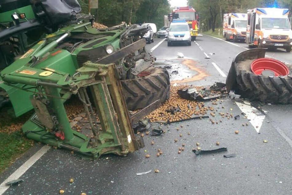 Rentner rast in Gegenverkehr und kracht mit Traktor zusammen