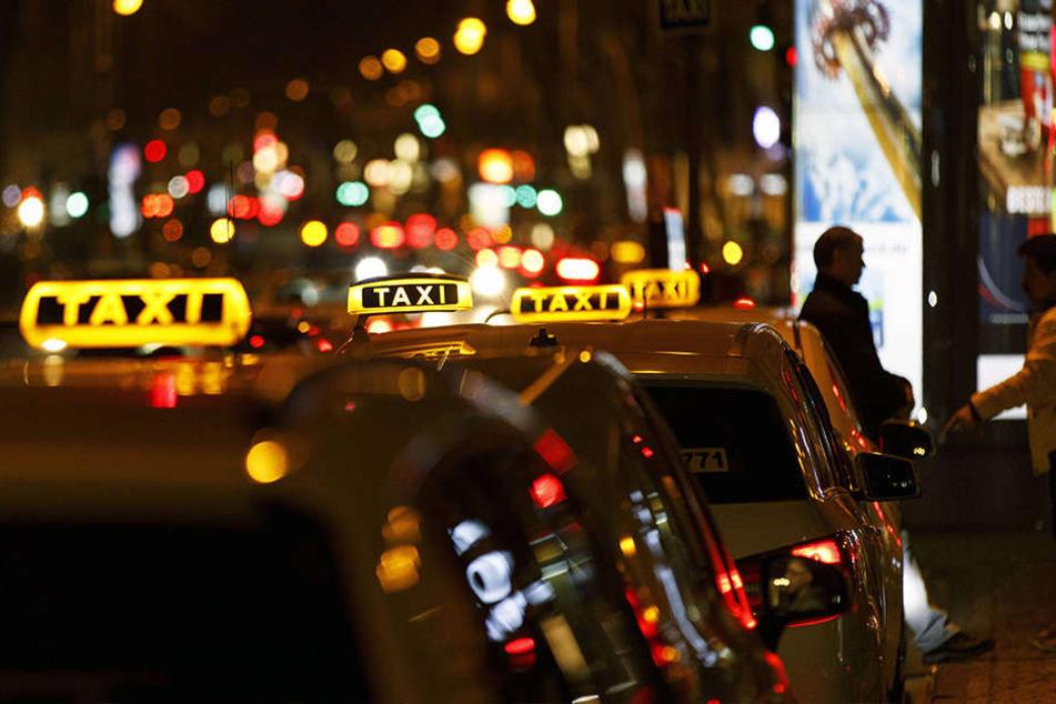 Mit dem Taxi von der Silvester-Sause zurück nach Hause: in Dresden ein schwieriges Unterfangen.