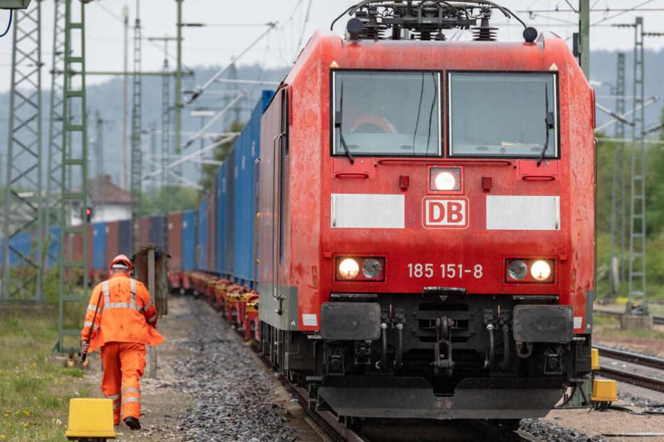 München: Mann stirbt bei Zusammenstoß mit Zug in München