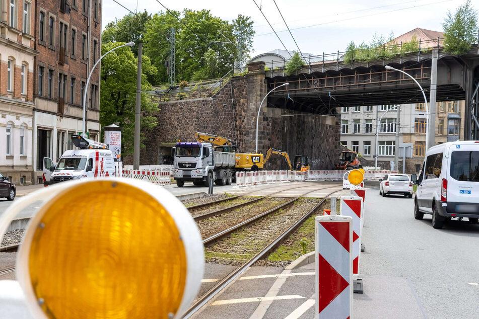 Auf der Annaberger Straße gibt's derzeit fünf Baustellen. Am Viadukt geht's nur einspurig voran.