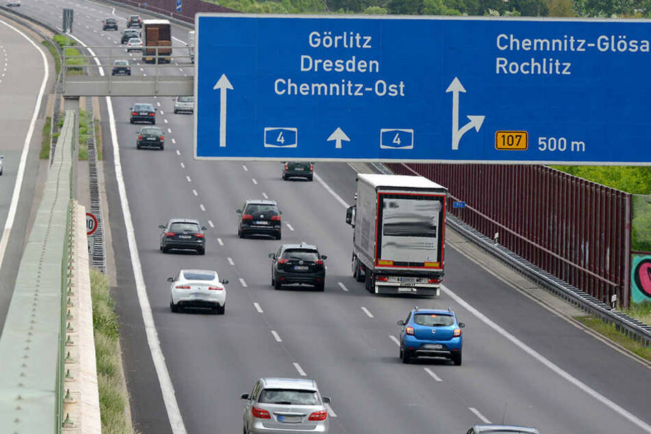 Der Stau reicht von der Anschlussstelle Glösa bis zum Kreuz Chemnitz zurück.