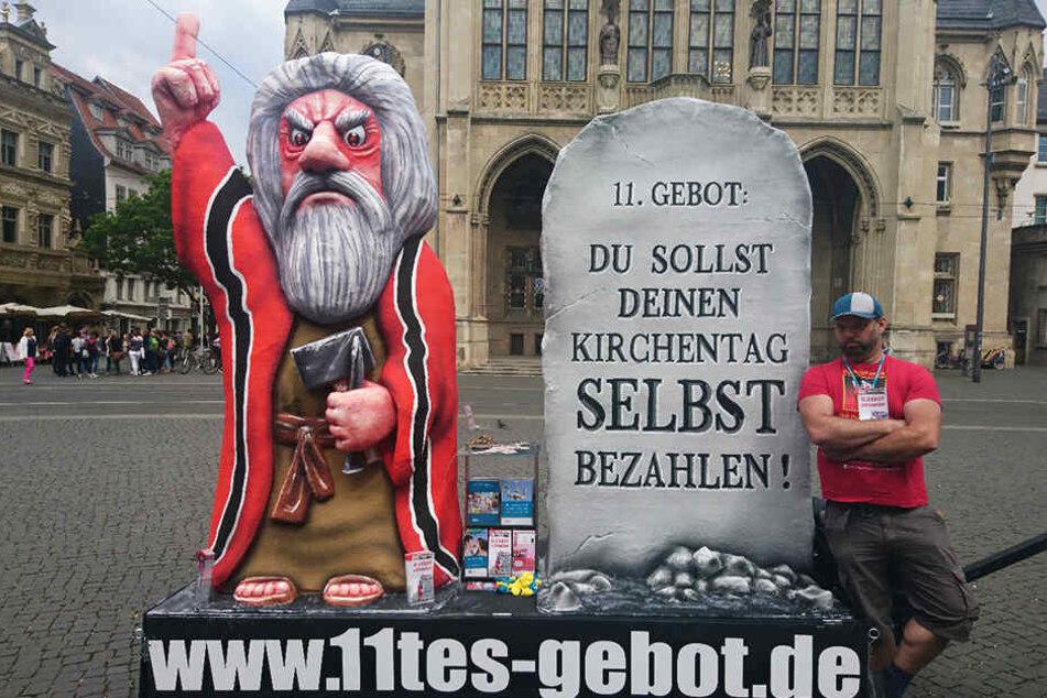 Gegen was wird hier in Erfurt demonstriert?