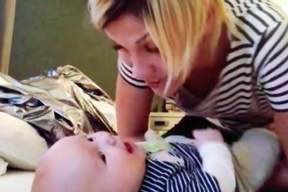 Wenn Anna-Maria singt, strahlt ihr Baby.