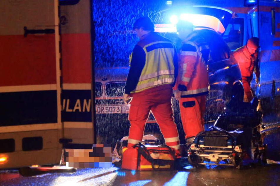 Die Rettungskräfte kämpften vergeblich um das Leben des Mannes.
