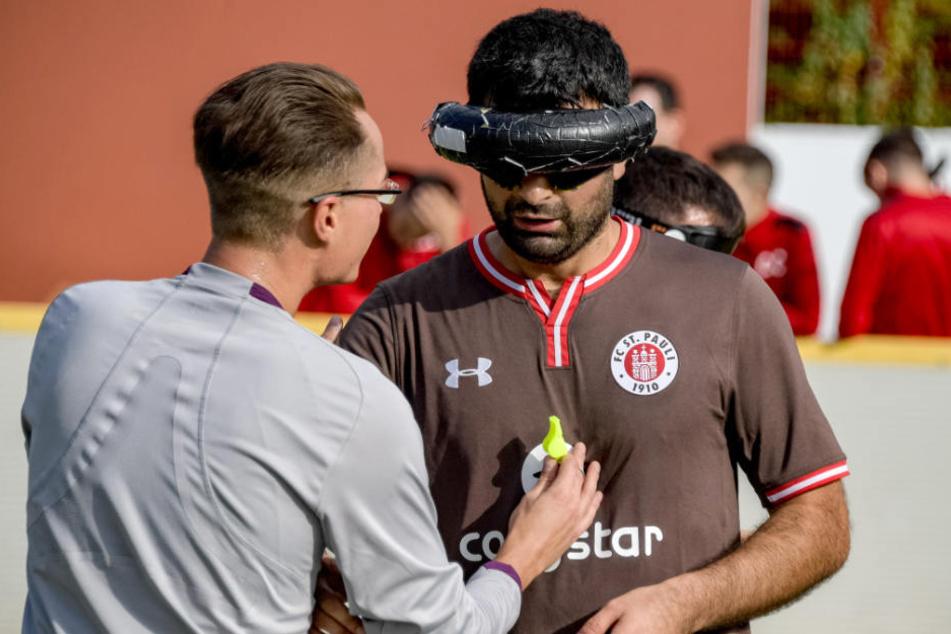 """Serdal Celebi (rechts) vom FC St. Pauli schoß das """"Tor des Monats""""."""