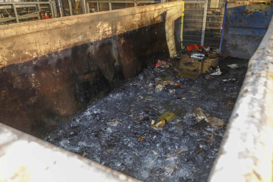 Der Container brannte komplett aus.