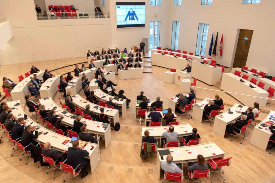 Historiker Thomas Wernicke hielt eine Rede beim Gedenken an die Opfer des Terrorakts in Halle während der Sitzung des Brandenburger Landtages.