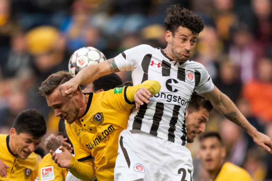Jan-Philipp Kalla setzte sich im Getümmel gegen mehrere Gegenspieler durch.