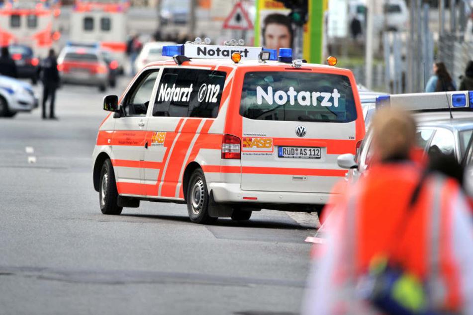 In Frankfurt musste ein 20-Jähriger wiederbelebt werden, nachdem ihn die Rettungskräfte aus dem Main gezogen hatten.